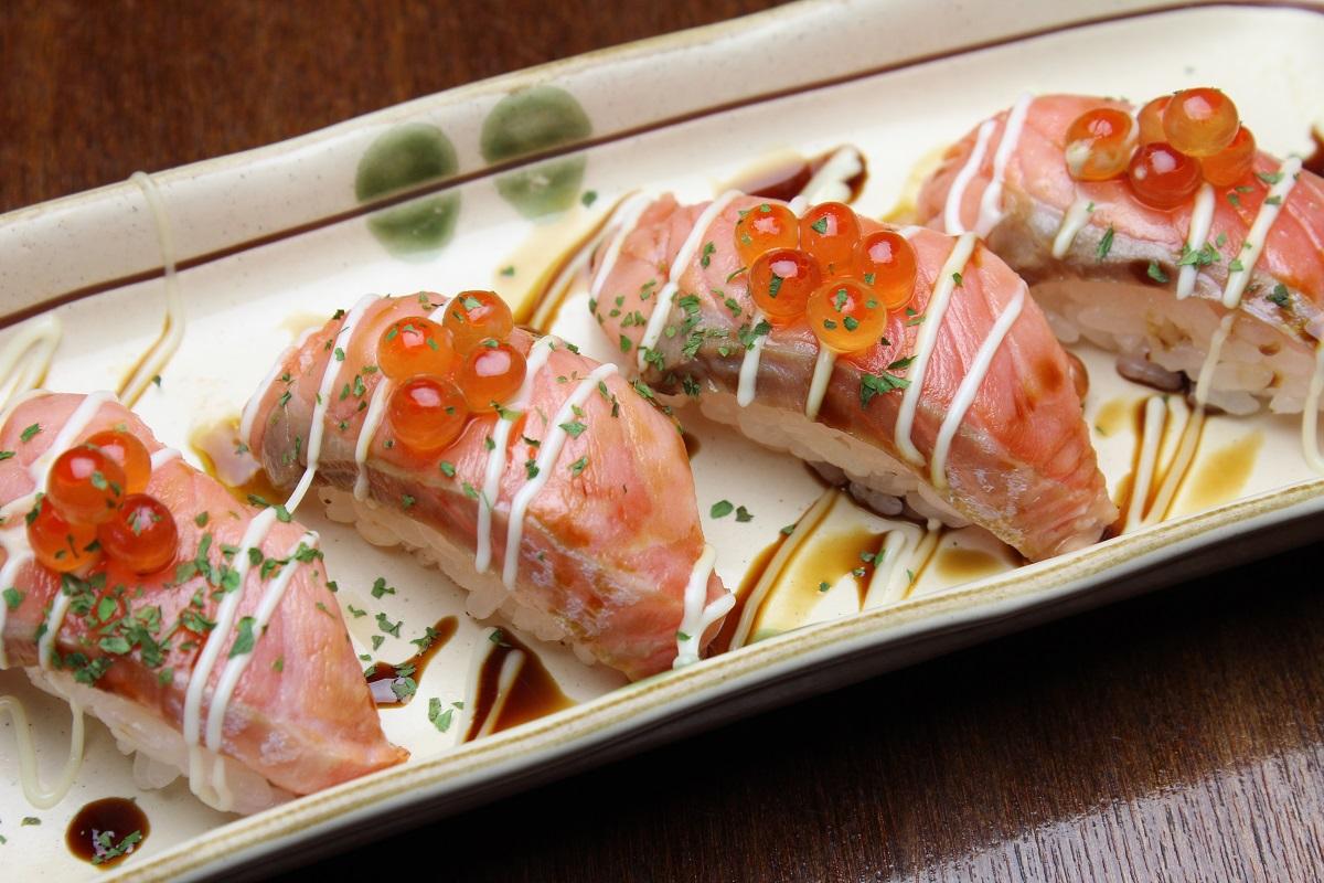 イクラサーモンの親子炙り寿司